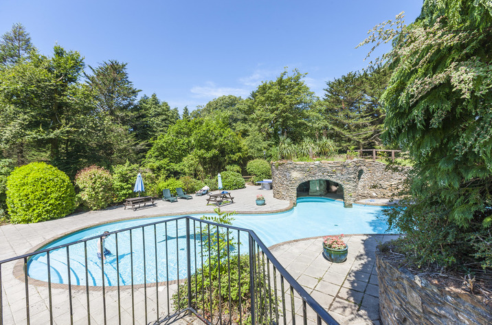 Cottages with a swimming pool  in West Country, South West, South Devon