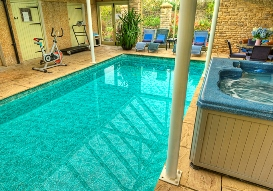 Holiday accommodation + swimming pool  in South Cotswolds