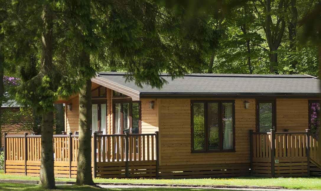 Holiday homes with a swimming pool plus barbecue  in Derbyshire Dales, Peak District