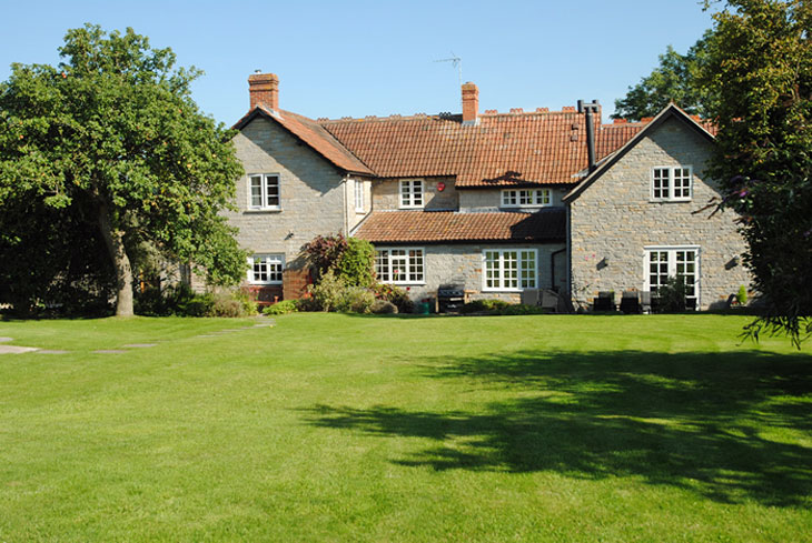 Holiday cottages with a swimming pool and barbeque  in  West Country, South West