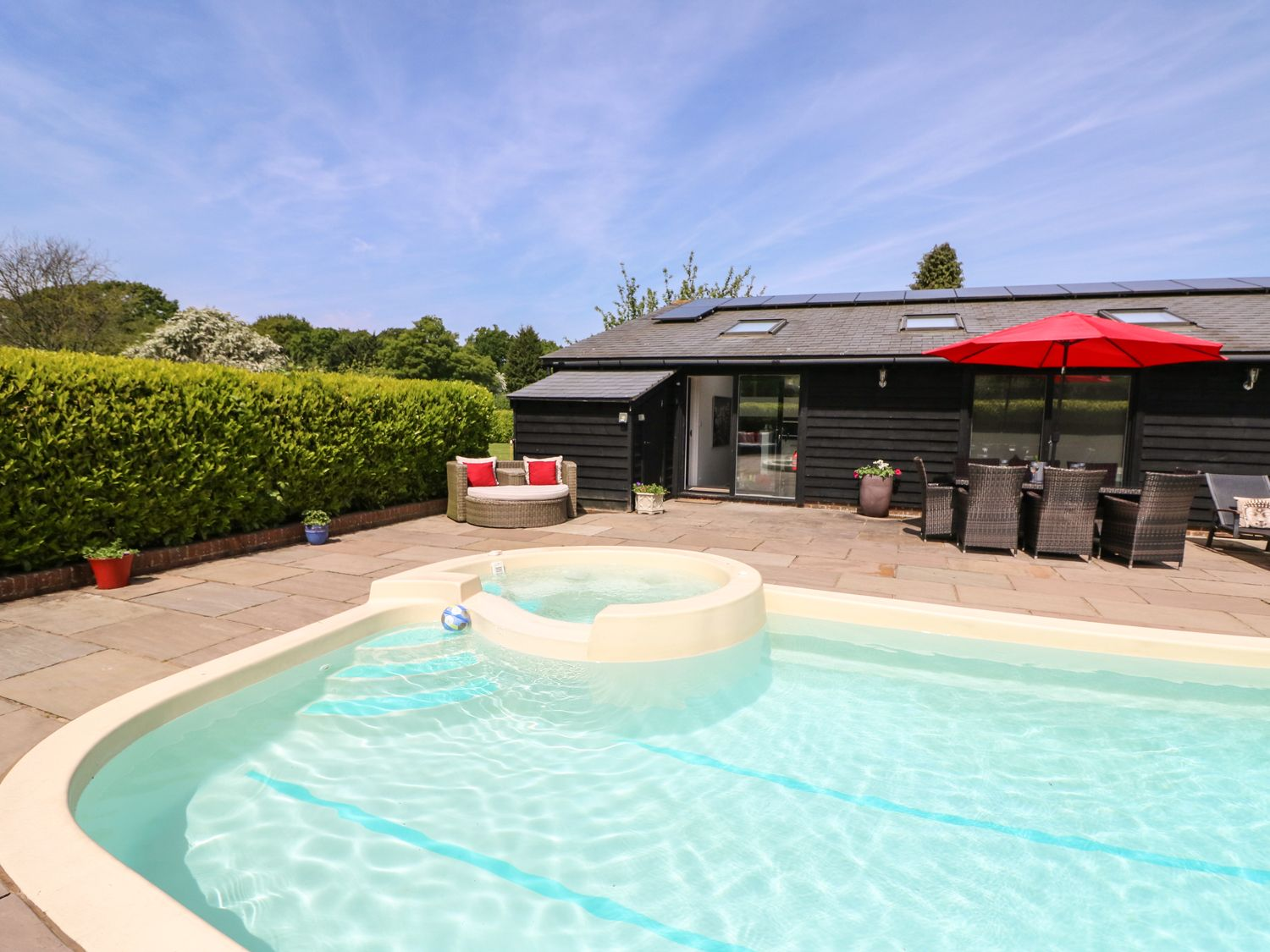 Holiday homes with a pool  in South Coast