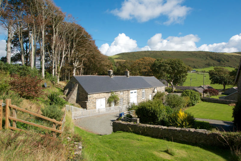 Holiday cottages with a swimming pool and barbeque  in North Wales