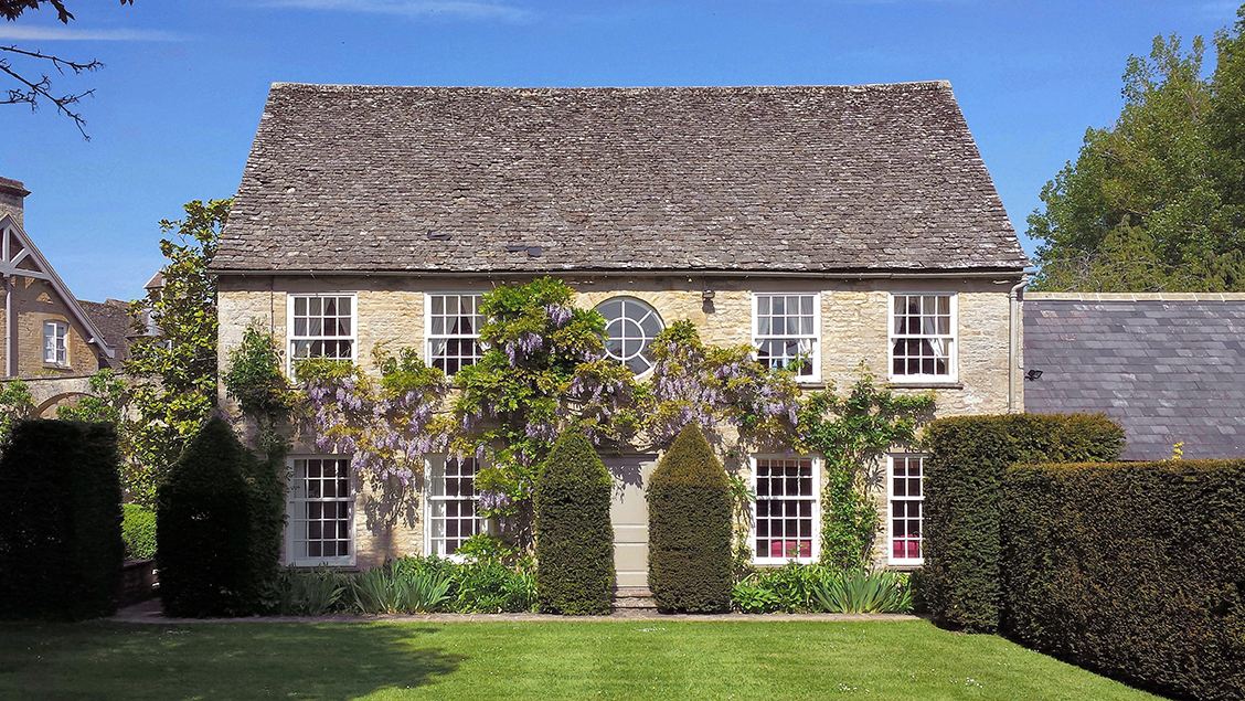 Holiday accommodation + swimming pool  in Cotswolds
