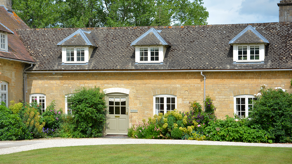 Holiday homes with a swimming pool plus barbecue  in Cotswolds