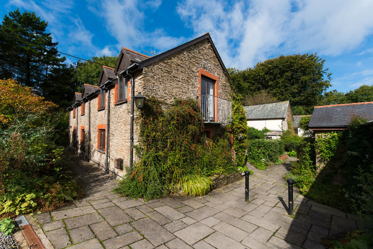 Holiday accommodation + swimming pool  in West Country, South West