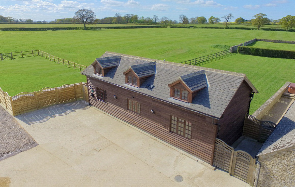 The Cotswold Manor Byre, Exclusive Hot-Tub, Games/Event Barns, 70 acres of Parkland