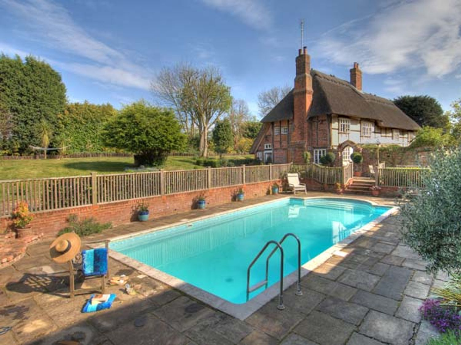 Dog-friendly cottage with swimming pool  in Kent Downs AONB