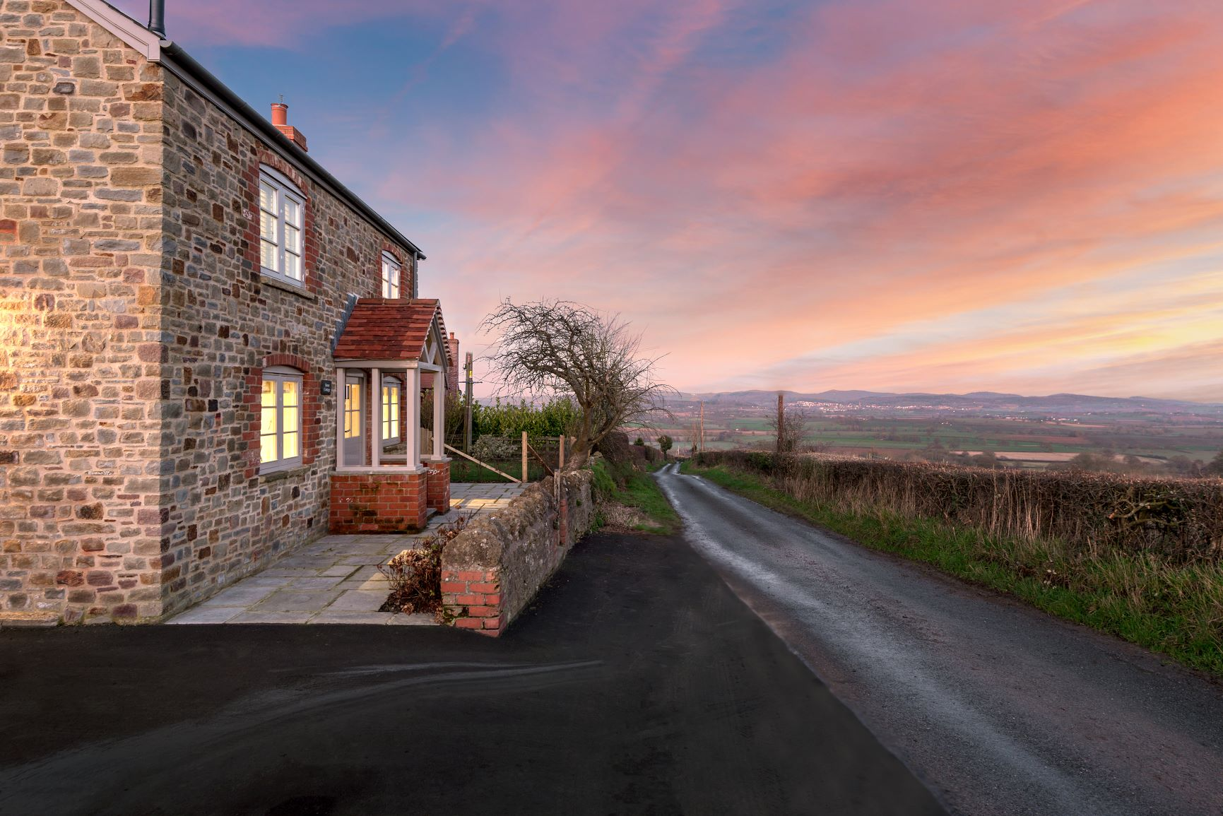 Sleeps 2, Romantic, Luxurious Cottage with Original features and Amazing Views