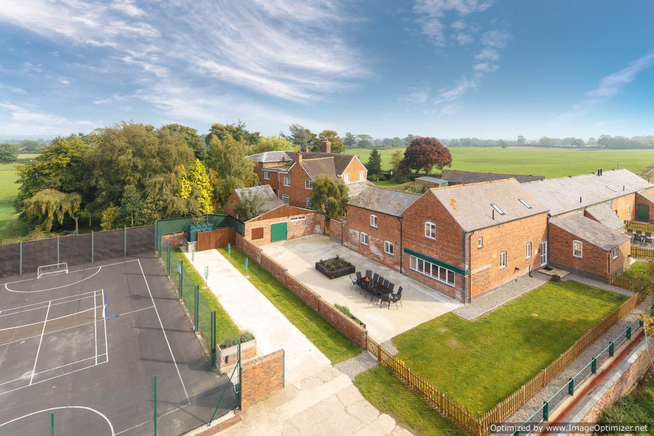 Holiday homes with a pool  in West Midlands