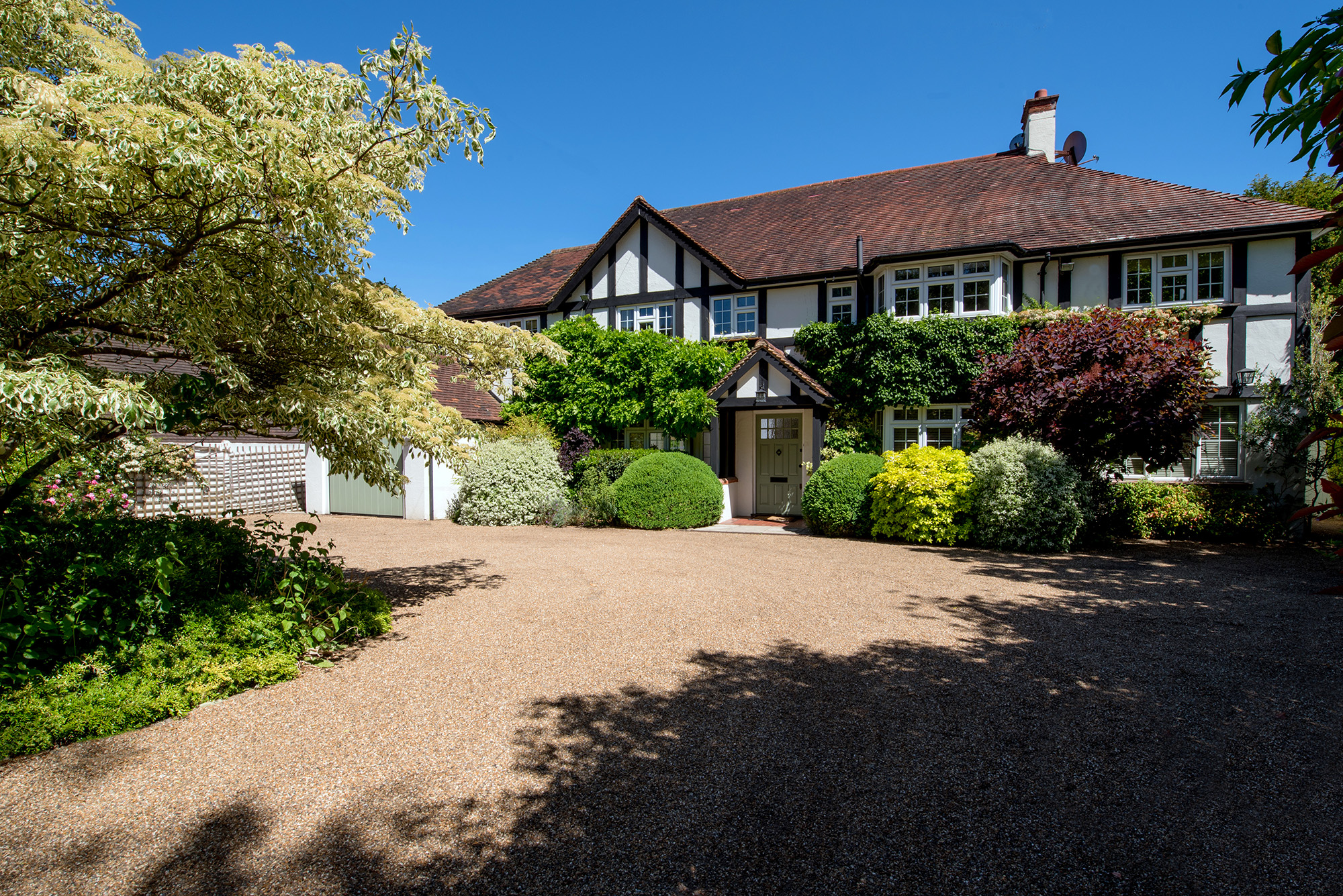 Dog-friendly cottage with swimming pool  in Home Counties