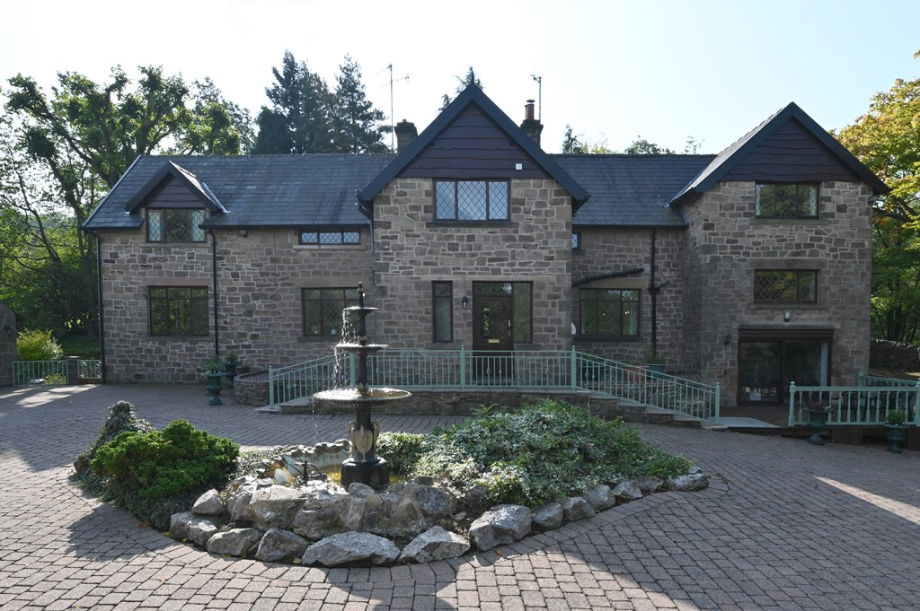 Holiday accommodation + swimming pool  in Derbyshire Dales