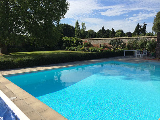 Holiday homes with a swimming pool plus barbecue  in South Coast