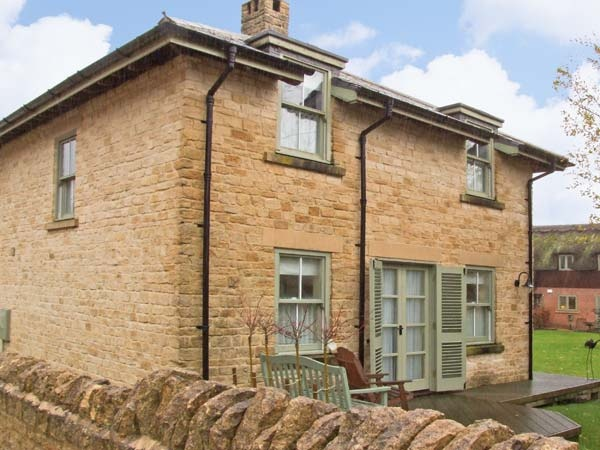 Cottages with a swimming pool  in Heart of England, Cotswolds