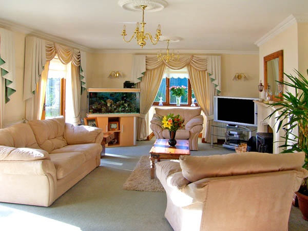 Large holiday homes with a swimming pool  in Wales, Wales - Pembrokeshire and the South