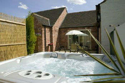 Cottage with private hot tub