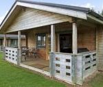 Kingfisher dog friendly holiday cottage, Lake Pochard, Cotswold Water Park, Cotswolds , Gloucestershire, England