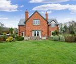 Sleeps 10+1, 5* High Spec, Luxury, House with free WiFi,private driveway, games room, amazing garden and Sonos System Short Breaks Cottage