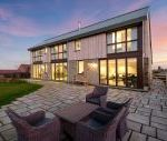 Sleeps 10 property with WOW Factor! Luxurious, Modern, High Quality, Amazing House Mid Week Breaks Cottage