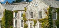 Mansions to rent for large groups for self-catering events and holidays