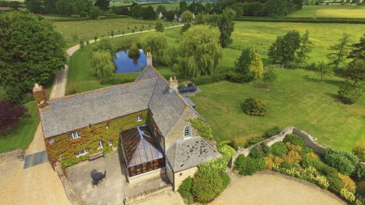 The Cotswold Manor Hall, Exclusive Hot-Tub, Games/Event Barns, 70 acres of Parkland - Main Photo