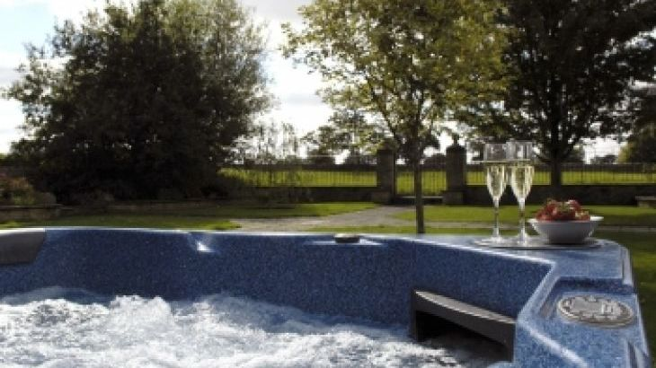 The Cotswold Manor Grange, Exclusive Hot-Tub, Games/Event Barns, 70 acres of Parkland - Photo 2