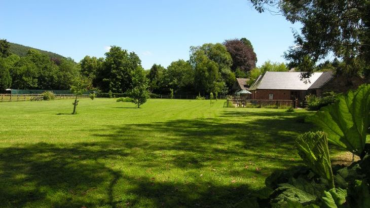 Duddings Country Cottages, sleeps  18,  Photo 9