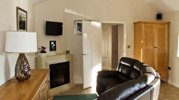 Swallow Barn Pet-Friendly Holiday Cottage, Near Bakewell - Photo 2