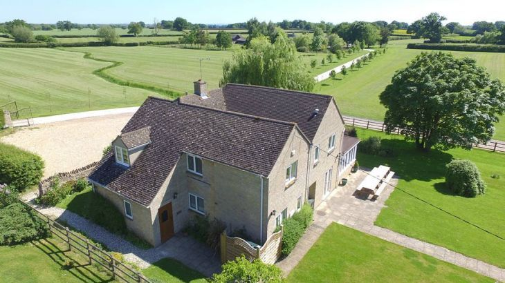 The Cotswold Manor Lodge, Exclusive Hot-Tub, Games/Event Barns, 70 acres of Parkland - Main Photo