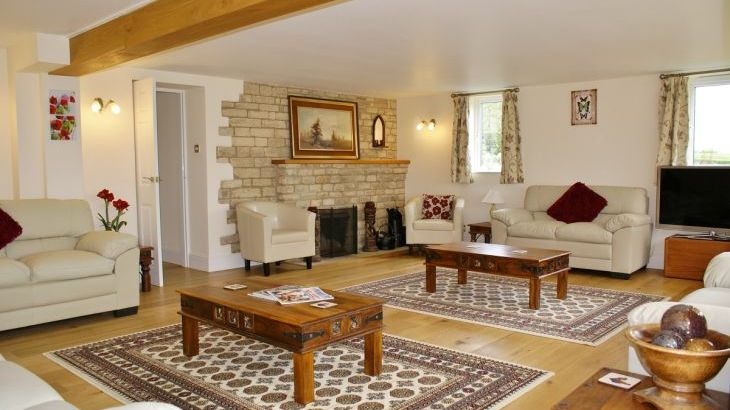 The Cotswold Manor Lodge, Exclusive Hot-Tub, Games/Event Barns, 70 acres of Parkland - Photo 5