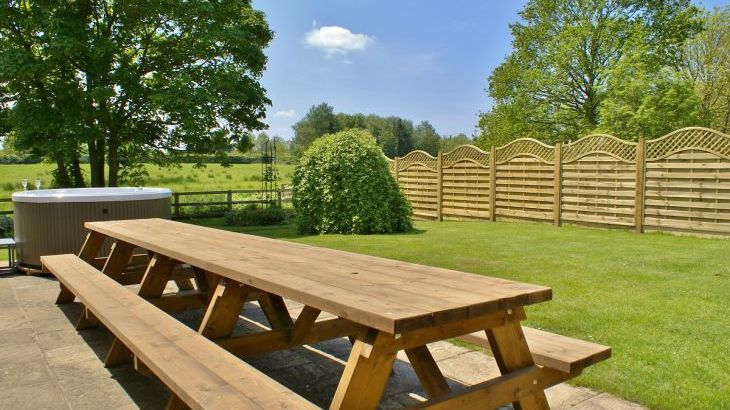 The Cotswold Manor Lodge, Exclusive Hot-Tub, Games/Event Barns, 70 acres of Parkland - Photo 7