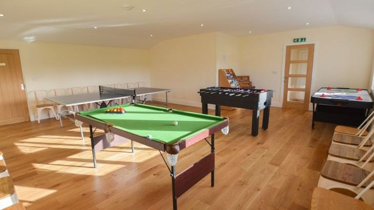 The Cotswold Manor Lodge, Exclusive Hot-Tub, Games/Event Barns, 70 acres of Parkland - Photo 9
