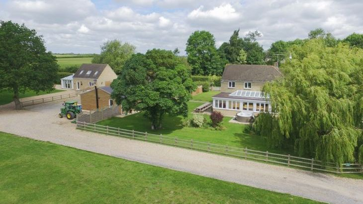 The Cotswold Manor Lodge, Exclusive Hot-Tub, Games/Event Barns, 70 acres of Parkland - Photo 16