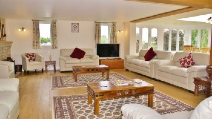 The Cotswold Manor Lodge, Exclusive Hot-Tub, Games/Event Barns, 70 acres of Parkland - Photo 13
