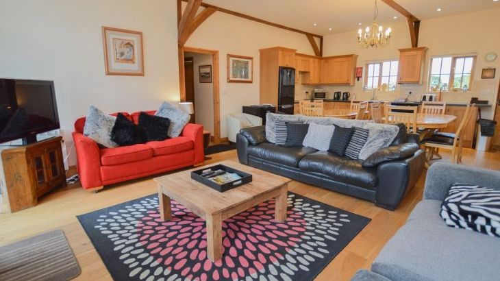 The Cotswold Manor Barn, Exclusive Hot-Tub, Games/Event Barns, 70 acres of Parkland - Photo 2