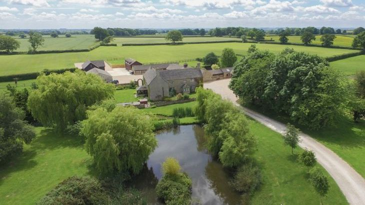 The Cotswold Manor Barn, Exclusive Hot-Tub, Games/Event Barns, 70 acres of Parkland - Photo 19
