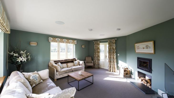 5* High Spec House with free WiFi,private driveway, games room, amazing garden and Sonos System - Photo 4