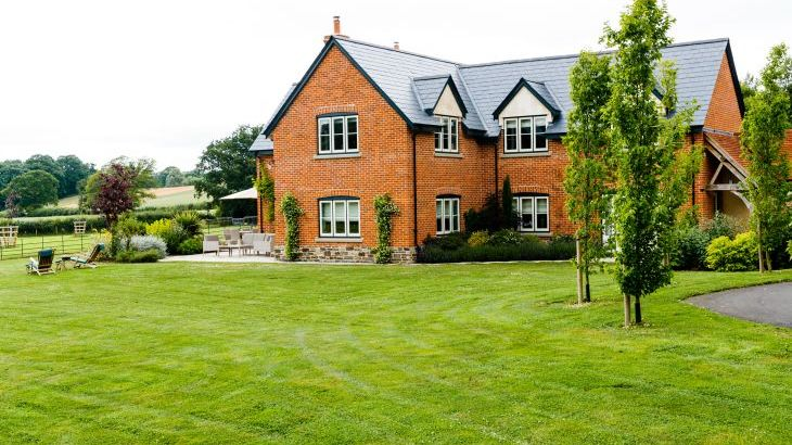 5* High Spec House with free WiFi,private driveway, games room, amazing garden and Sonos System - Photo 18