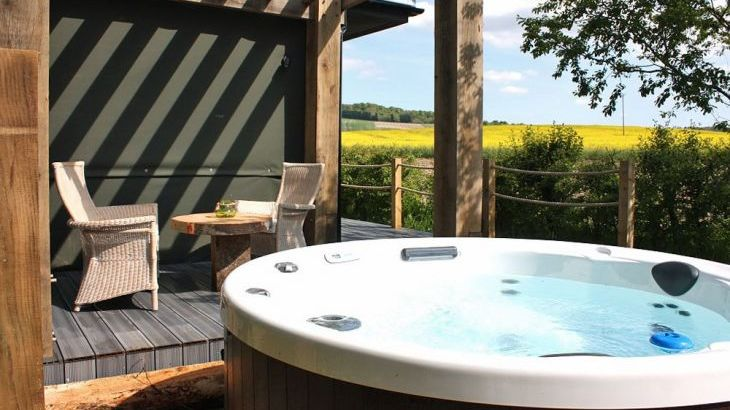 Luxury lodges with private hot tubs and a view of the Chilterns - Main Photo