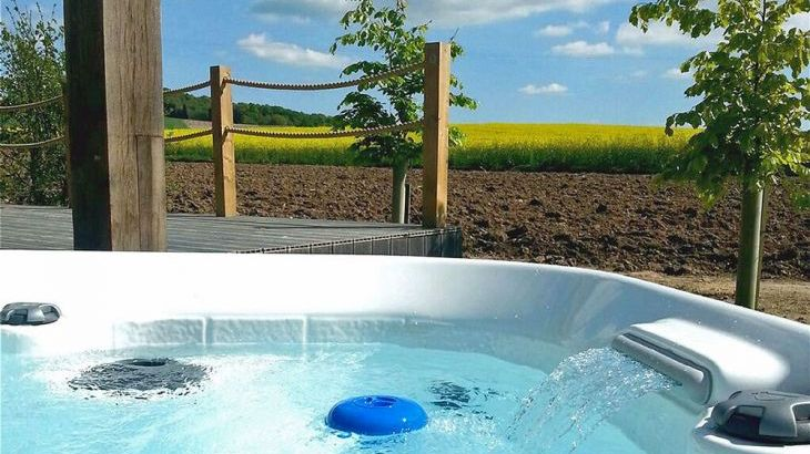 Luxury lodges with private hot tubs and a view of the Chilterns - Photo 9