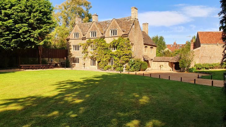 The old Manor, sleeps  31,  Photo 1