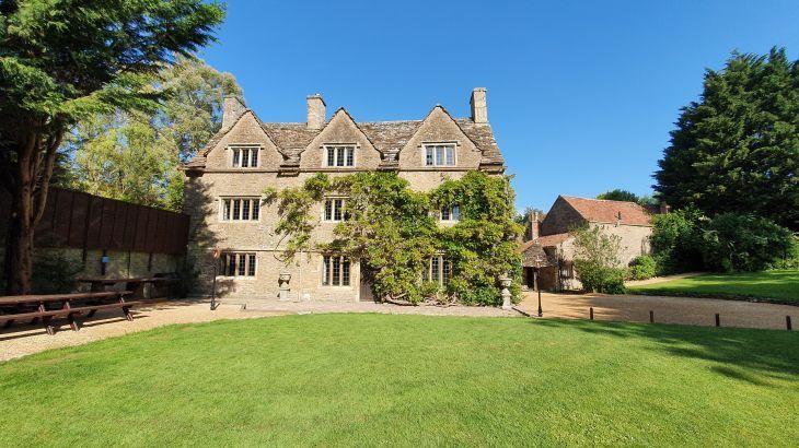 The old Manor, sleeps  31,  Photo 11