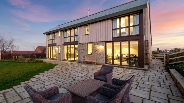 Sleeps 10 property with WOW Factor! Luxurious, Modern, High Quality, Amazing House - Photo 39
