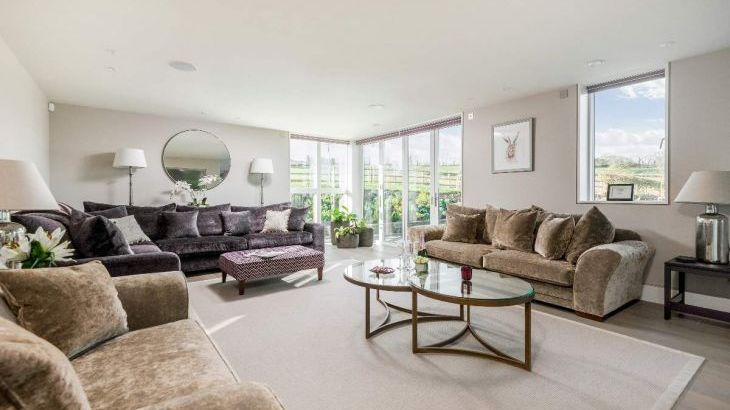 Sleeps 10 property with WOW Factor! Luxurious, Modern, High Quality, Amazing House - Photo 8