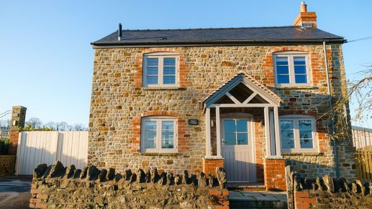 Sleeps 2, Romantic, Luxurious Cottage with Original features and Amazing Views - Photo 10