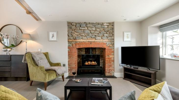 Sleeps 2, Romantic, Luxurious Cottage with Original features and Amazing Views - Photo 2