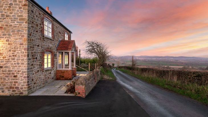 Sleeps 2, Romantic, Luxurious Cottage with Original features and Amazing Views - Main Photo