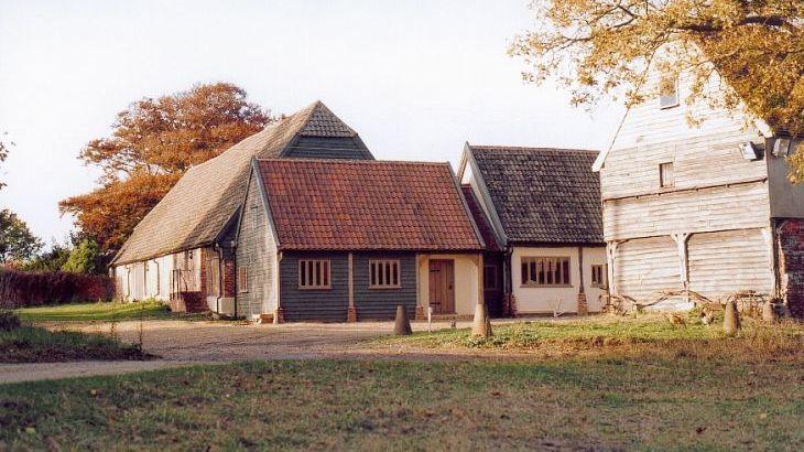 Tudor Barn, sleeps  30,  Photo 4