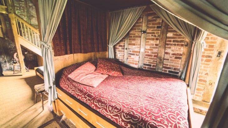 Tudor Barn, sleeps  30,  Photo 11