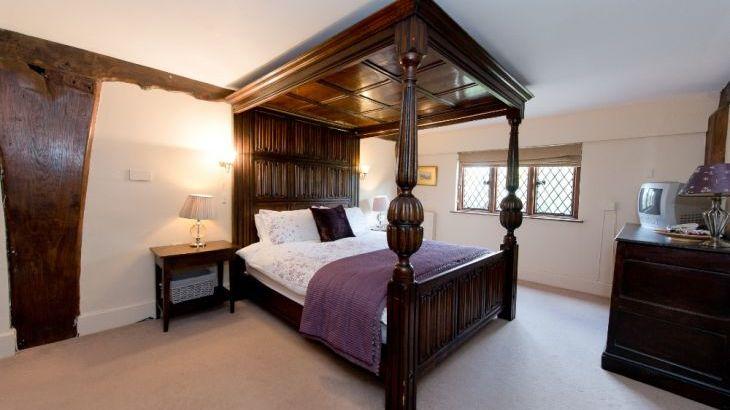 The Manor House, sleeps  28,  Photo 24