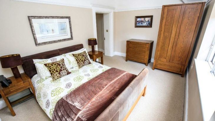 The Lodge, sleeps  32,  Photo 28